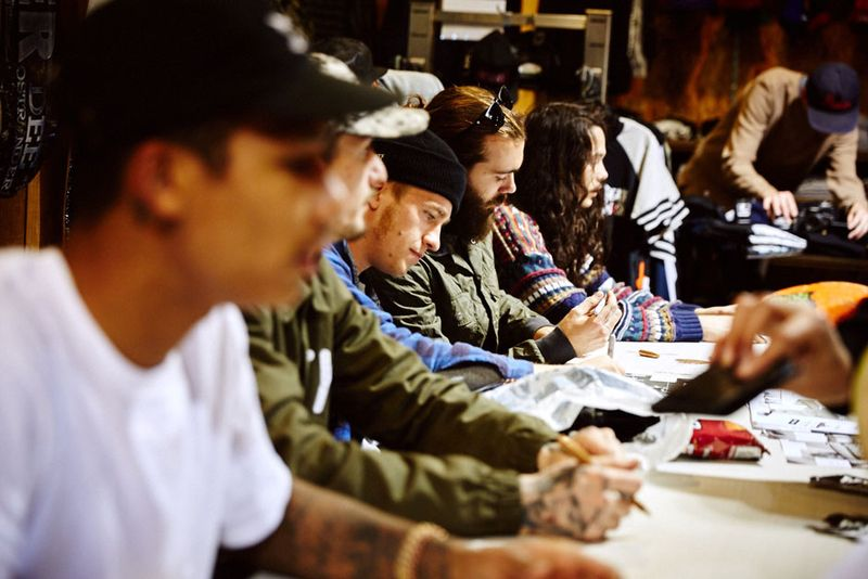 7Supra_Chino_Boarders_Siging_085